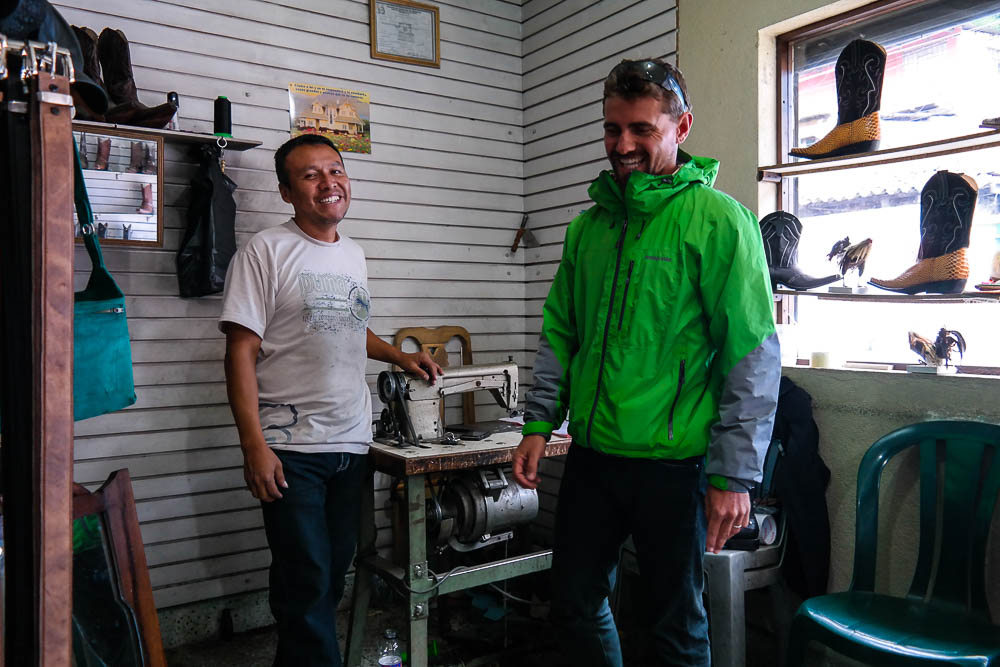 talking with one of the leather artisans in Pastores